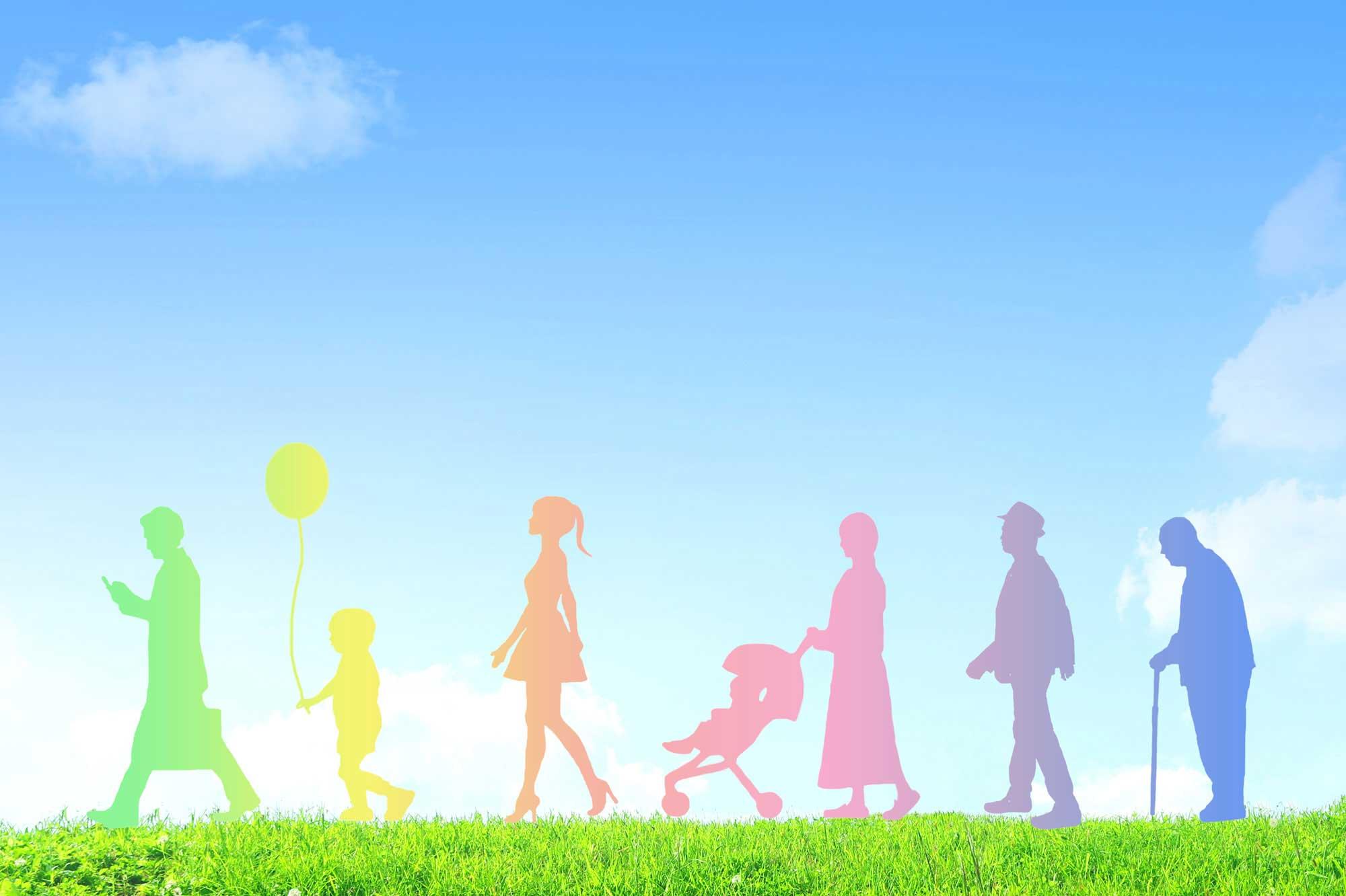 青い空と芝生に人のグラデーションの影の画像