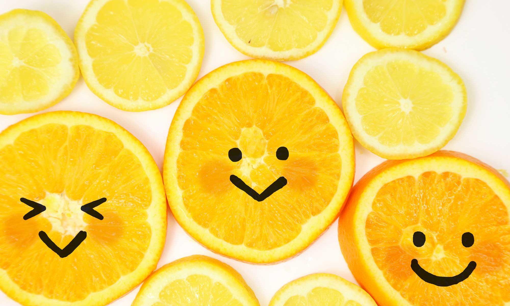 果物のオレンジに笑顔の画像